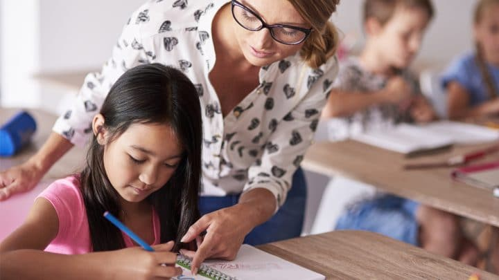 Do Specialized Teaching Roles Help or Hurt Students?